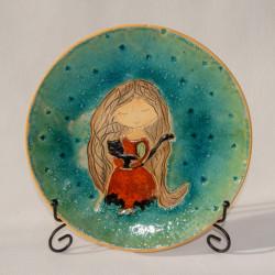 Ceramiczny talerz dekoracyjny Czerwona dziewczynka