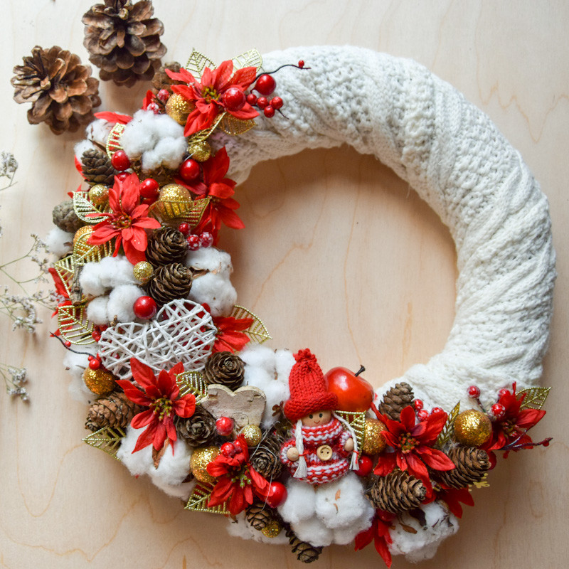 Wianek świąteczny sweterkowy